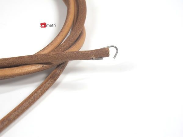 courroie cuir pour machine coudre p dale ancienne matri machines a coudre. Black Bedroom Furniture Sets. Home Design Ideas